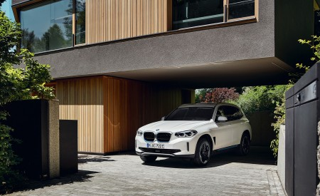 2021 BMW iX3 Front Three-Quarter Wallpapers 450x275 (20)