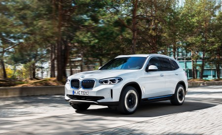 2021 BMW iX3 Front Three-Quarter Wallpapers 450x275 (4)