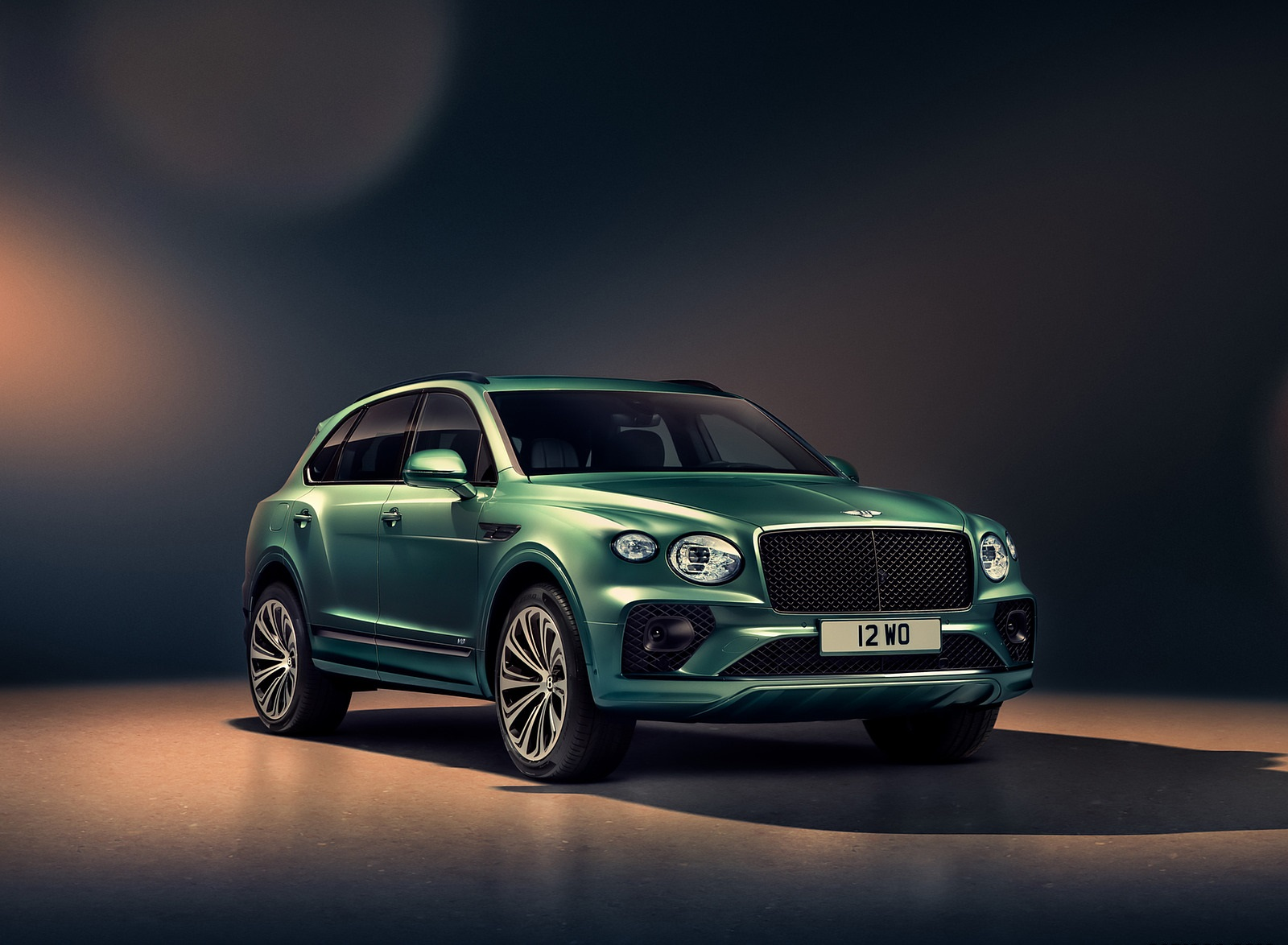 2021 Bentley Bentayga V8 (Color: Alpine Green) Front Three-Quarter Wallpapers (4)