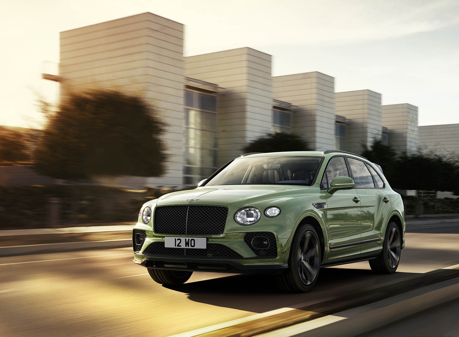 2021 Bentley Bentayga V8 (Color: Alpine Green) Front Three-Quarter Wallpapers (1)