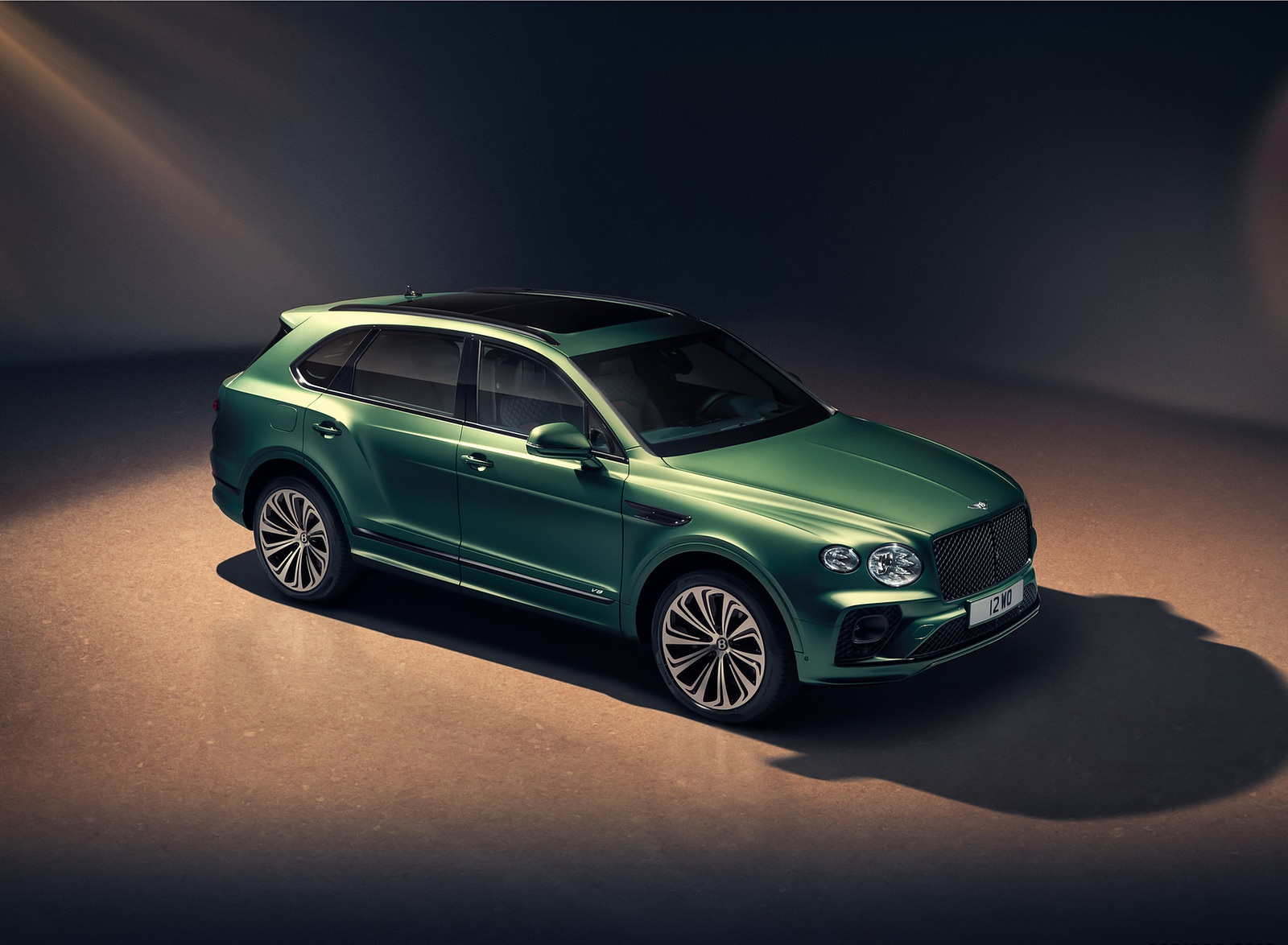 2021 Bentley Bentayga V8 (Color: Alpine Green) Front Three-Quarter Wallpapers (5)