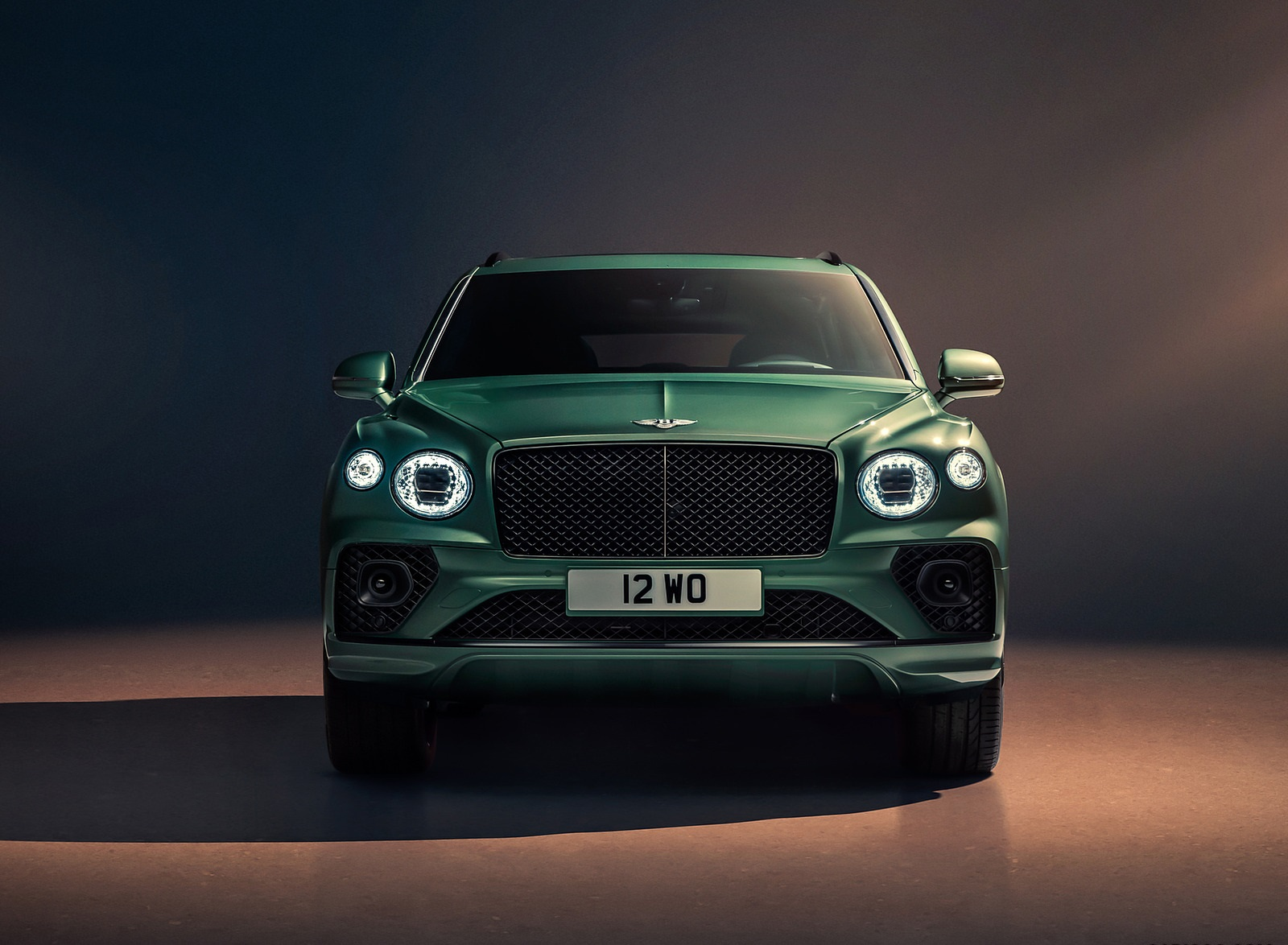2021 Bentley Bentayga V8 (Color: Alpine Green) Front Wallpapers (6)