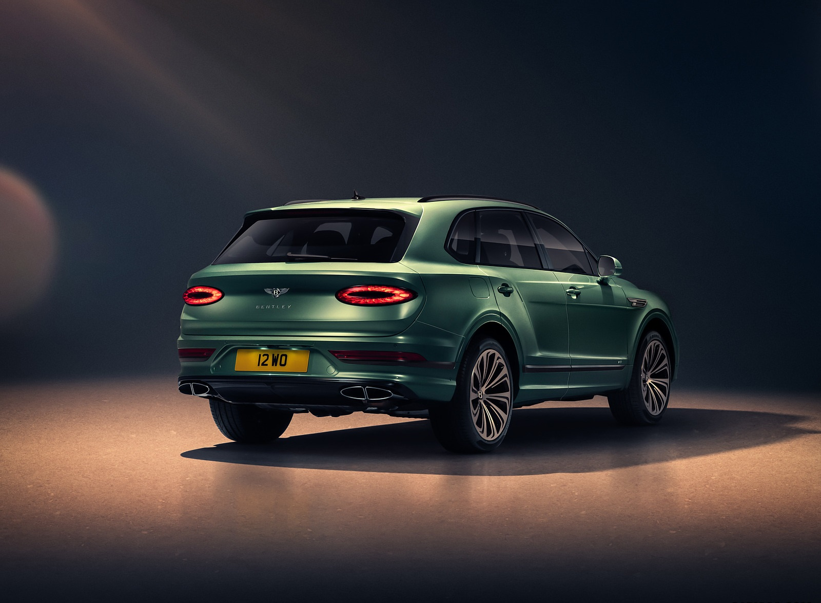 2021 Bentley Bentayga V8 (Color: Alpine Green) Rear Three-Quarter Wallpapers (8)