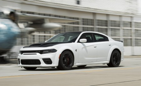 2021 Dodge Charger SRT Hellcat Redeye Front Three-Quarter Wallpapers 450x275 (16)