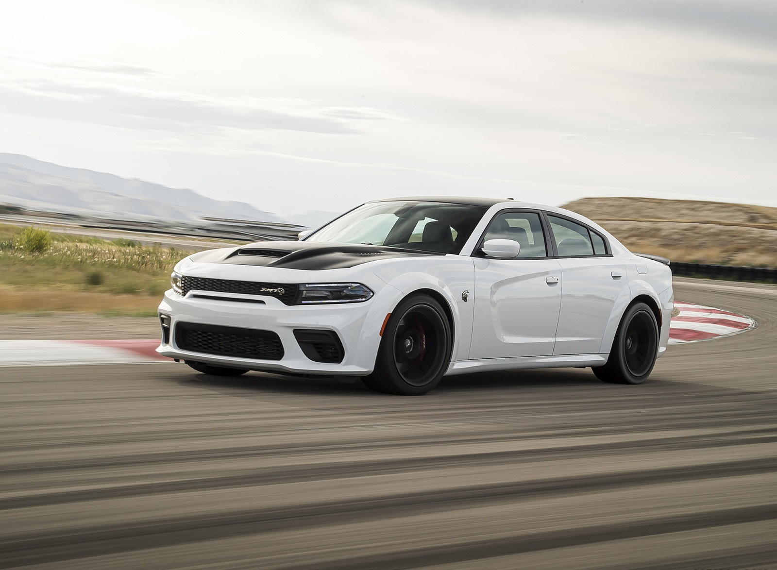 2021 Dodge Charger SRT Hellcat Redeye Front Three-Quarter Wallpapers (3)