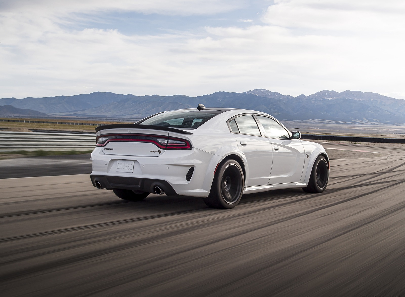 2021 Dodge Charger SRT Hellcat Redeye Rear Three-Quarter Wallpapers (6)