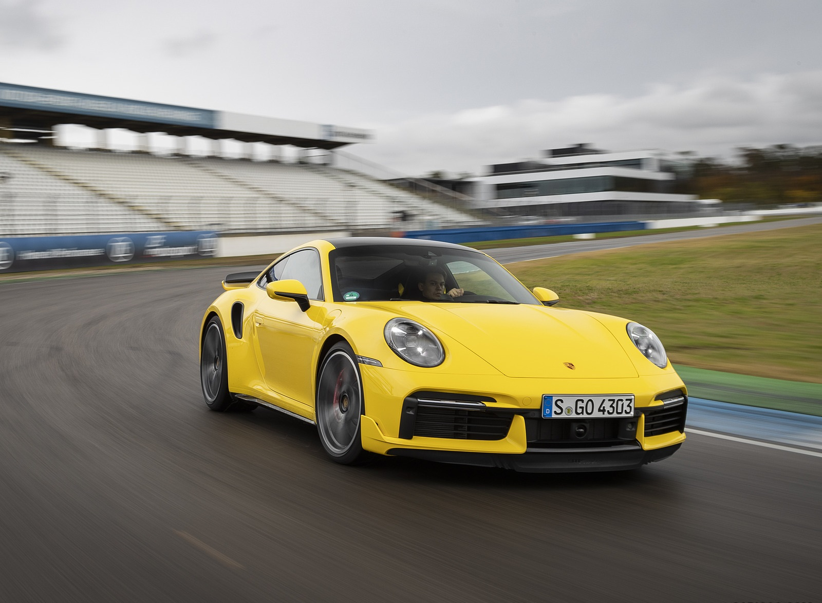 2021 Porsche 911 Turbo (Color: Racing Yellow) Front Wallpapers (5)
