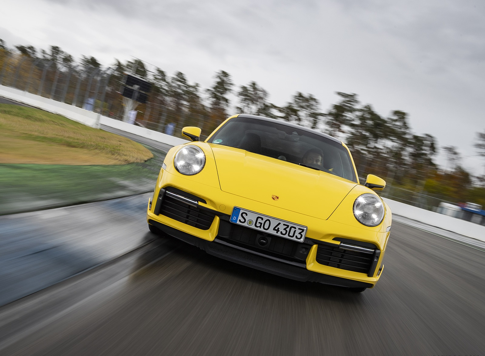 2021 Porsche 911 Turbo (Color: Racing Yellow) Front Wallpapers (2)