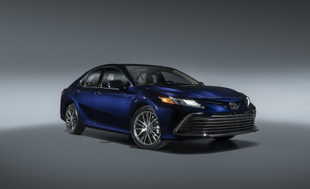2021 Toyota Camry XLE Wallpapers HD