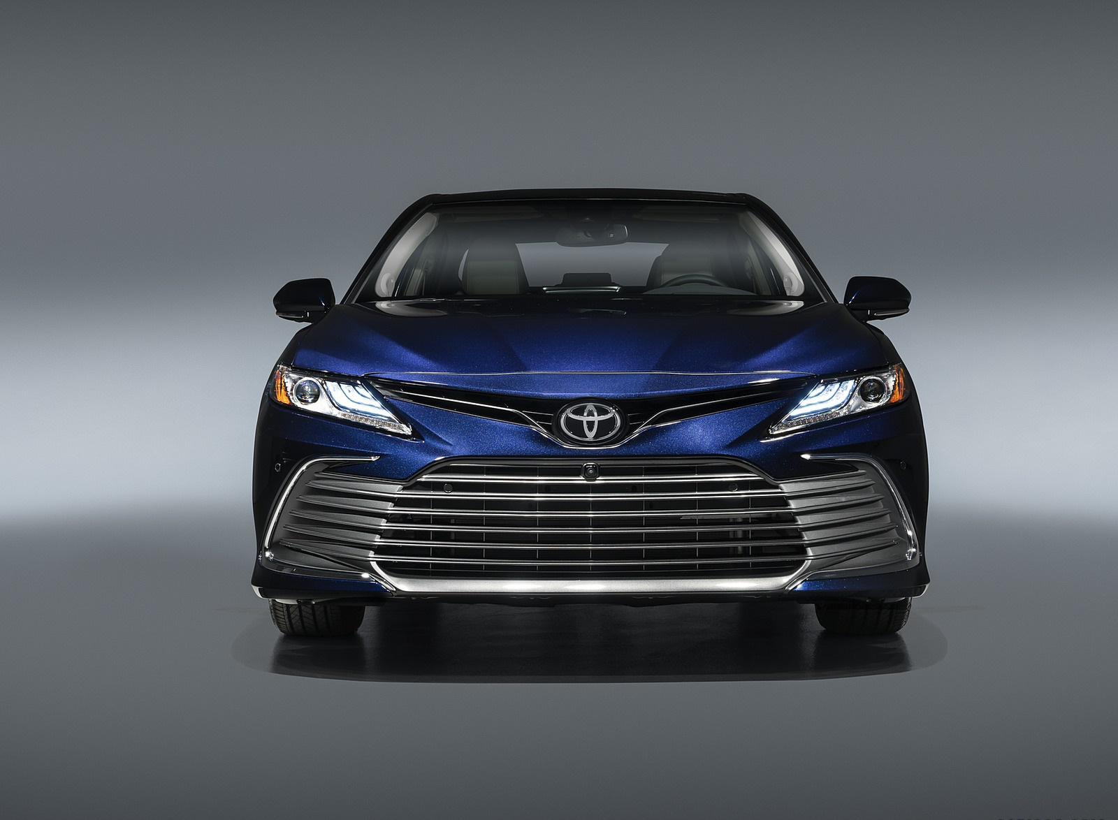 2021 Toyota Camry XLE Front Wallpapers (2)