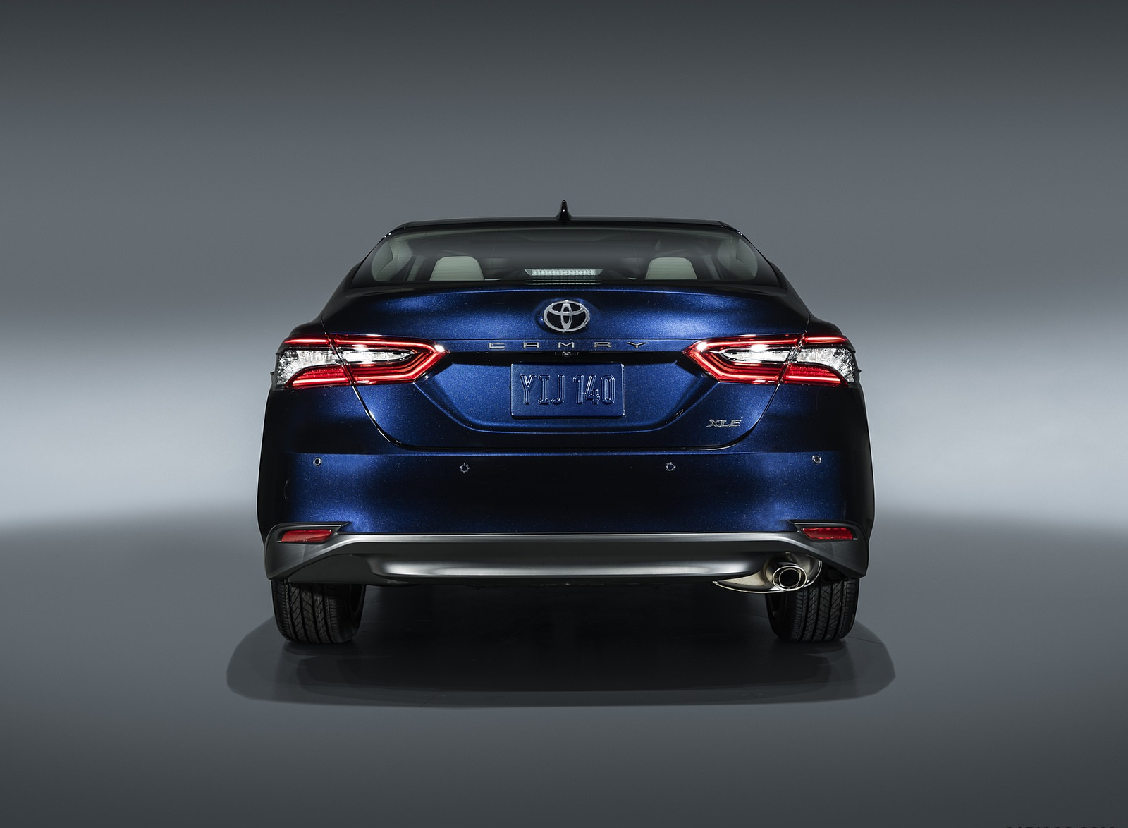 2021 Toyota Camry XLE Rear Wallpapers (4)
