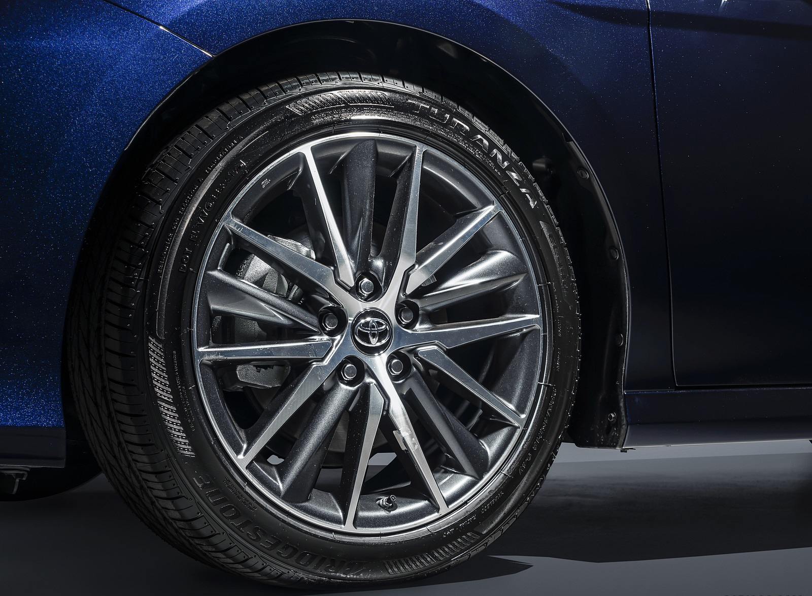 2021 Toyota Camry XLE Wheel Wallpapers (7)