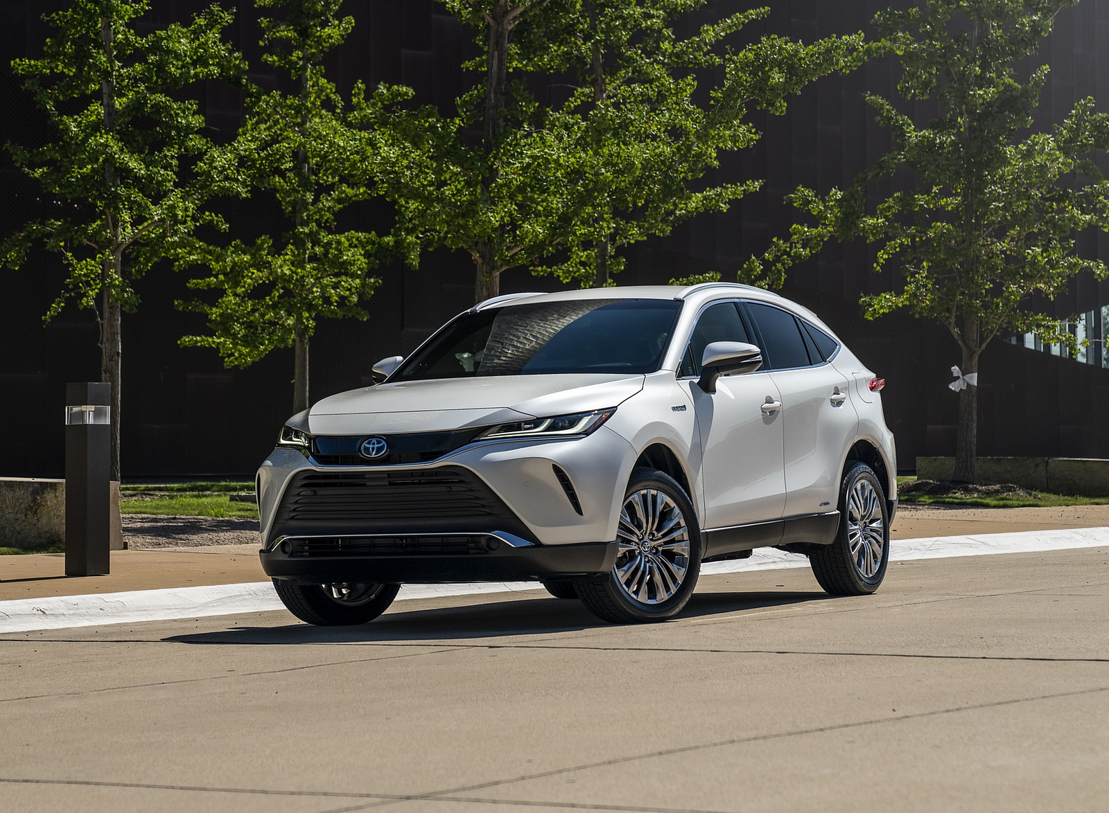 2021 Toyota Venza Hybrid XLE Front Three-Quarter Wallpapers (1)