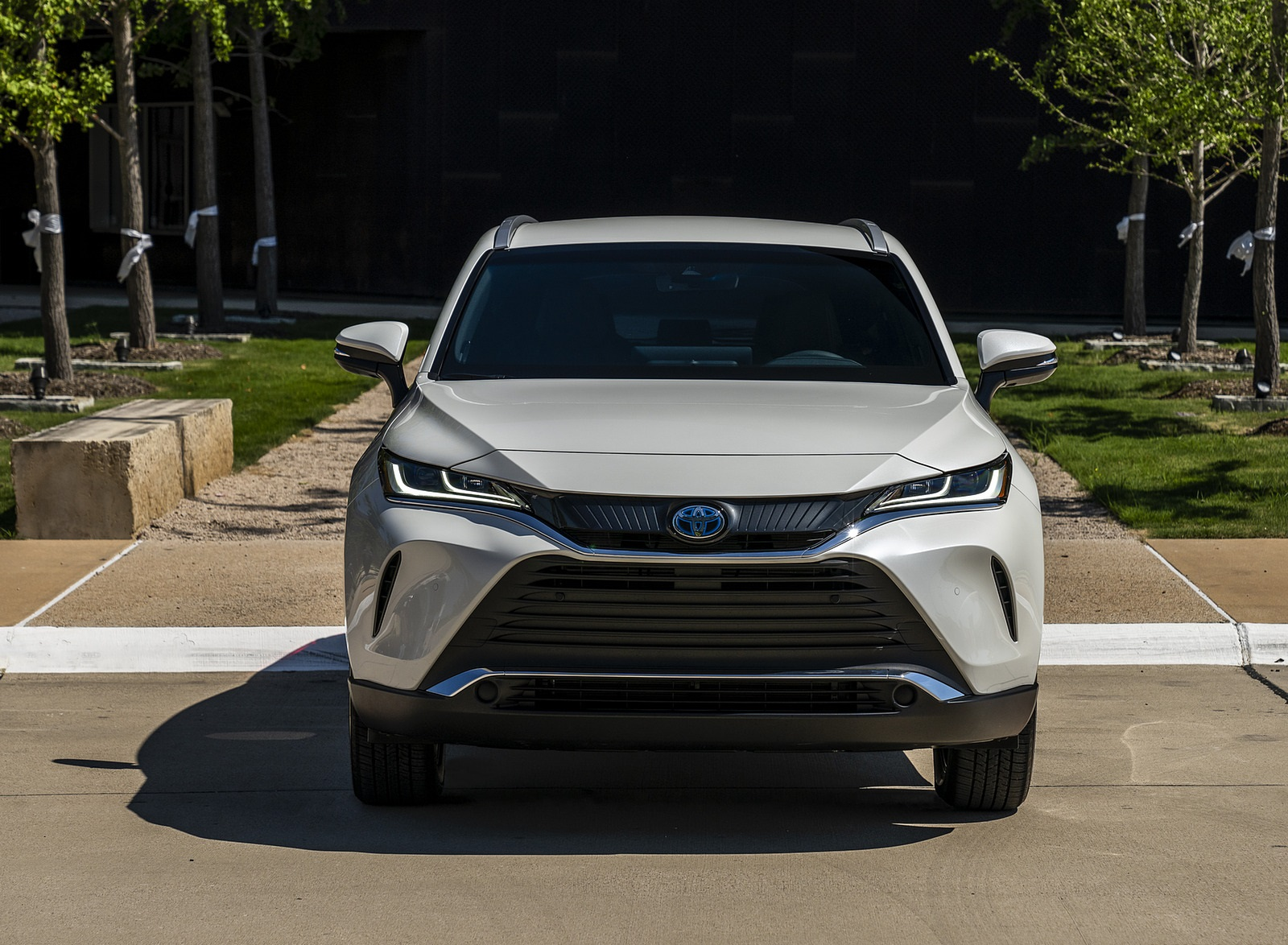 2021 Toyota Venza Hybrid XLE Front Wallpapers (4)