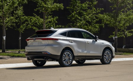 2021 Toyota Venza Hybrid XLE Rear Three-Quarter Wallpapers 450x275 (5)
