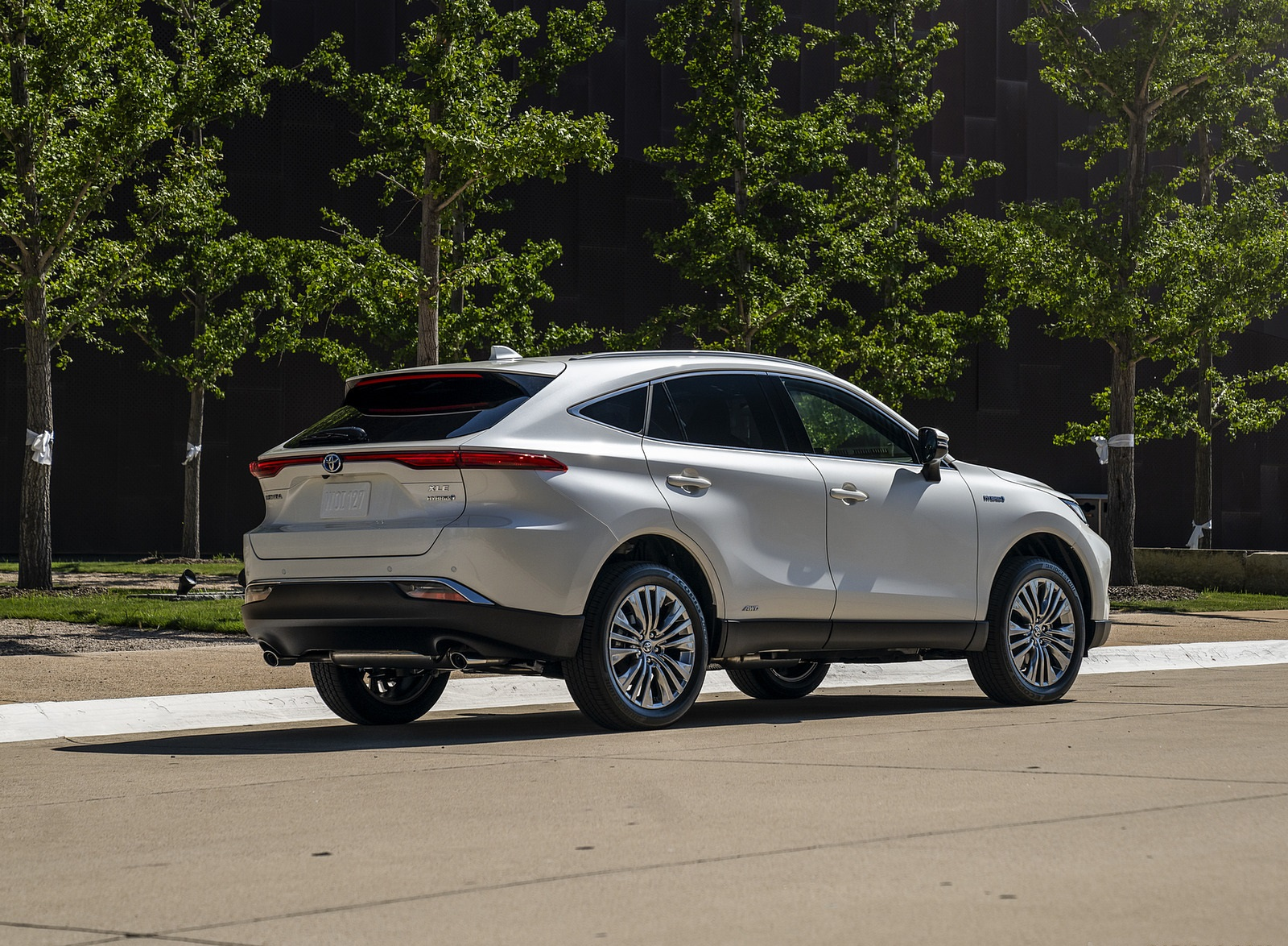 2021 Toyota Venza Hybrid XLE Rear Three-Quarter Wallpapers (5)