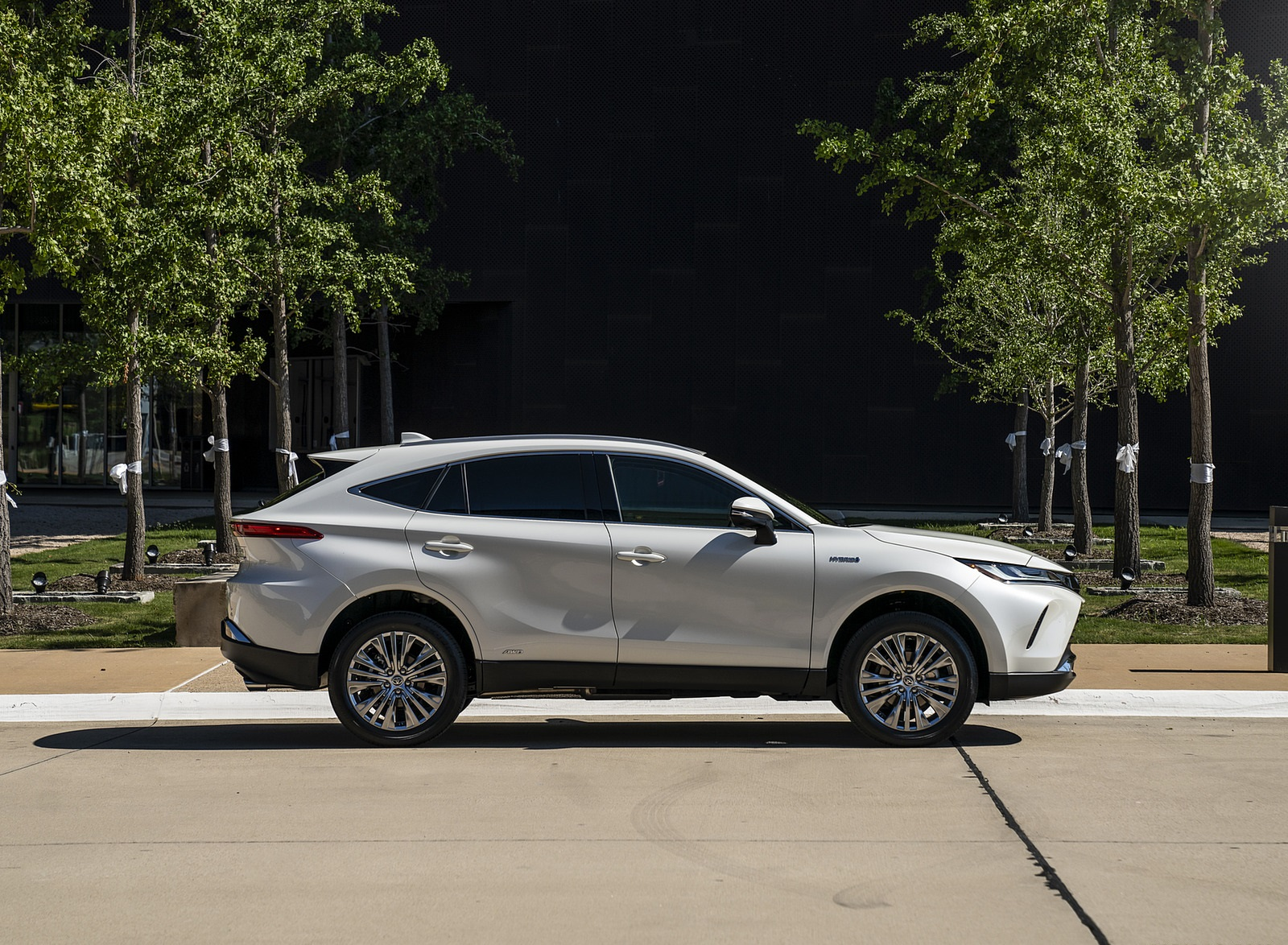 2021 Toyota Venza Hybrid XLE Side Wallpapers (10)