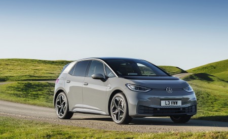 2021 Volkswagen ID.3 1st Edition (UK-Spec) Front Three-Quarter Wallpapers 450x275 (34)