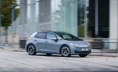2021 Volkswagen ID.3 1st Edition (UK-Spec) Front Three-Quarter Wallpapers 450x275 (23)