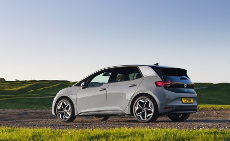 2021 Volkswagen ID.3 1st Edition (UK-Spec) Rear Three-Quarter Wallpapers 450x275 (39)