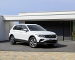 2021 Volkswagen Tiguan Plug-In Hybrid Front Three-Quarter Wallpapers 150x120 (8)