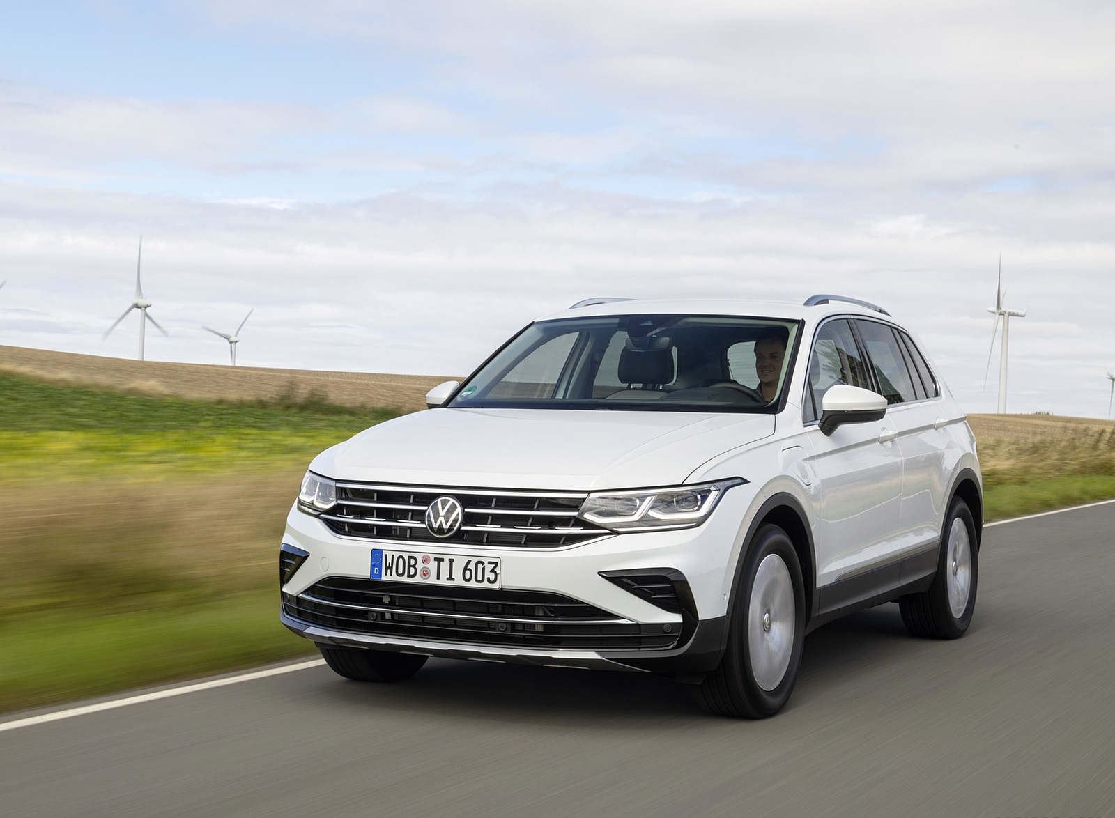 2021 Volkswagen Tiguan Plug-In Hybrid Front Wallpapers (1)