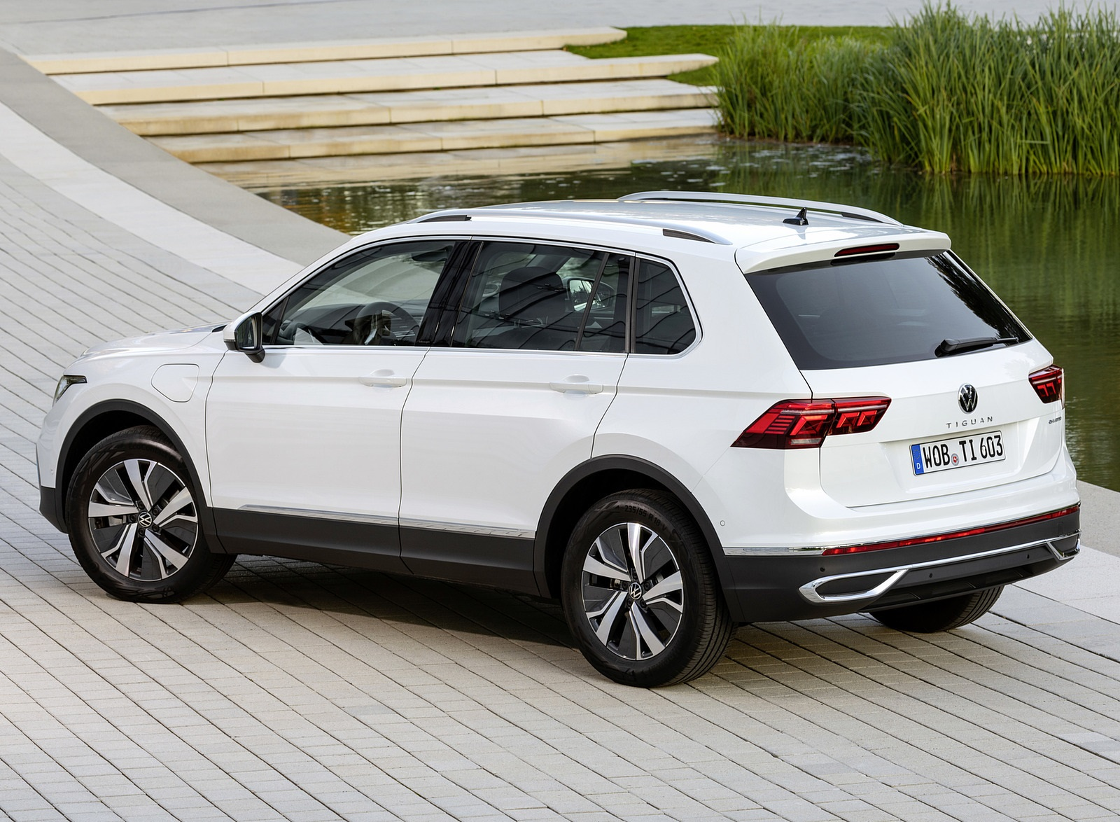 2021 Volkswagen Tiguan Plug-In Hybrid Rear Three-Quarter Wallpapers (9)