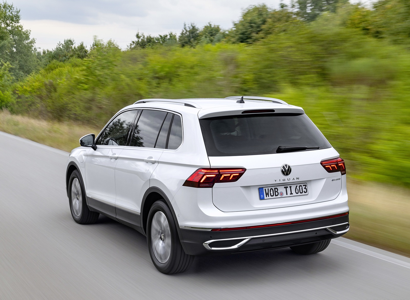 2021 Volkswagen Tiguan Plug-In Hybrid Rear Three-Quarter Wallpapers (3)