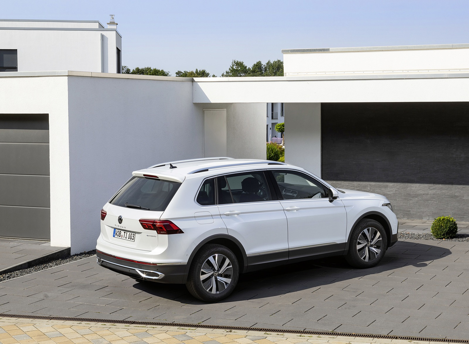 2021 Volkswagen Tiguan Plug-In Hybrid Rear Three-Quarter Wallpapers (10)
