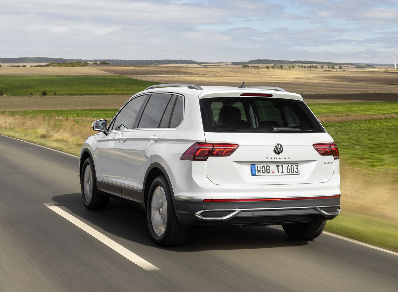 2021 Volkswagen Tiguan Plug-In Hybrid Rear Three-Quarter Wallpapers  (4)