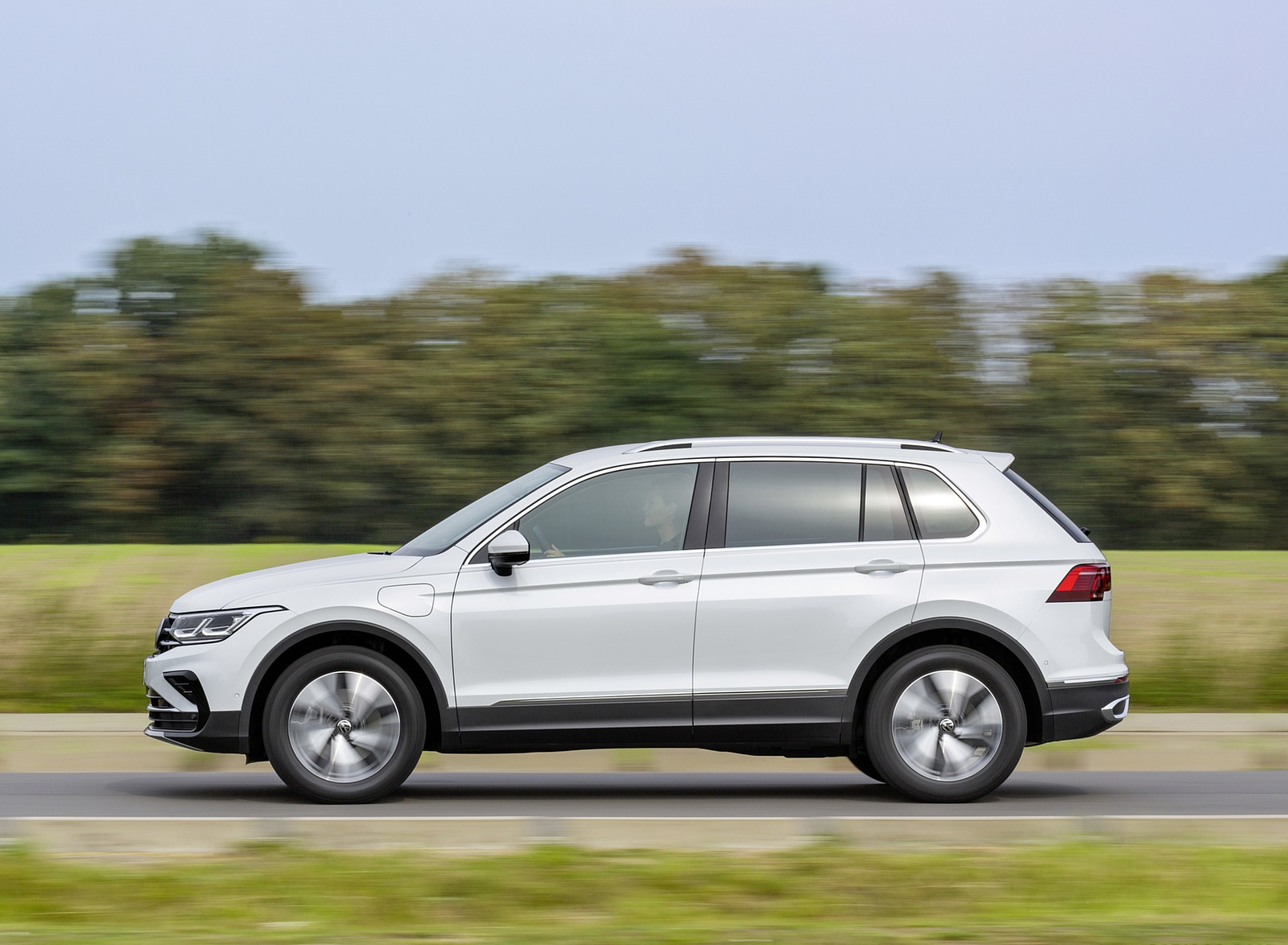 2021 Volkswagen Tiguan Plug-In Hybrid Side Wallpapers (5)