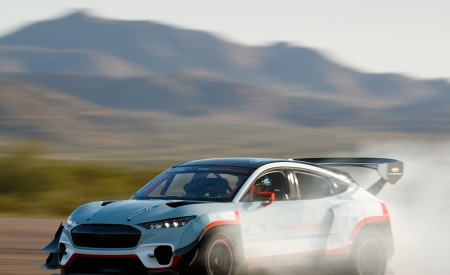 2020 Ford Mustang Mach-E 1400 Concept Front Three-Quarter Wallpapers 450x275 (3)