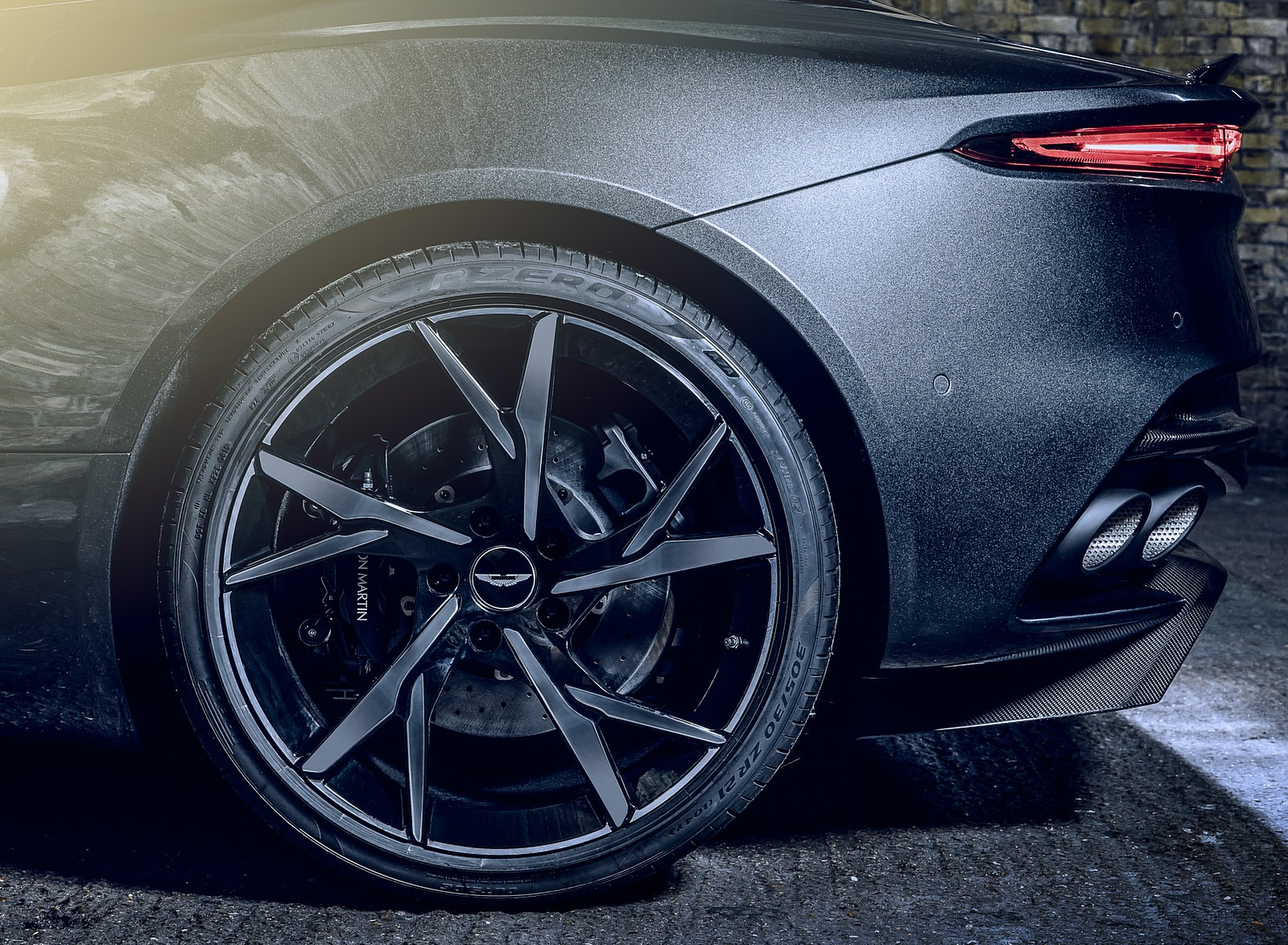 2021 Aston Martin DBS Superleggera 007 Edition Wheel Wallpapers (6)