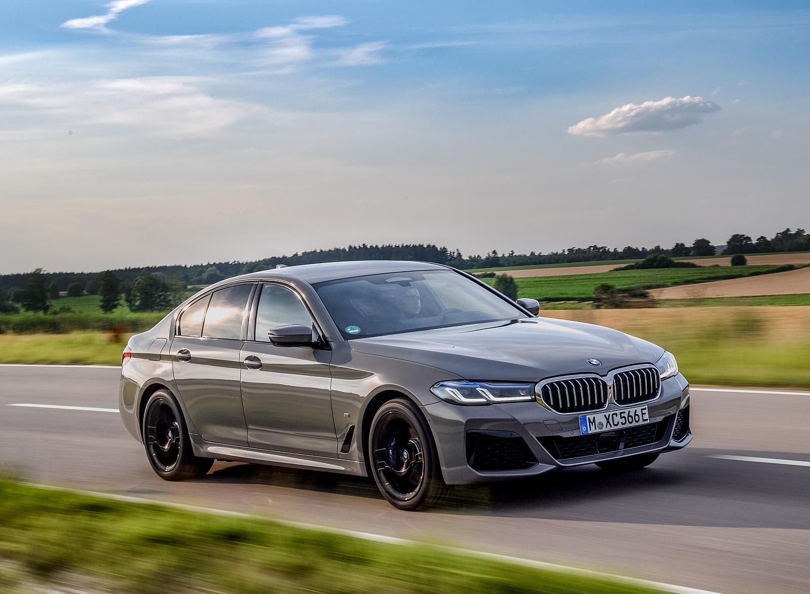 2021 BMW 545e xDrive Front Three-Quarter Wallpapers  (3)