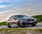 2021 BMW 545e xDrive Front Three-Quarter Wallpapers  150x120 (4)