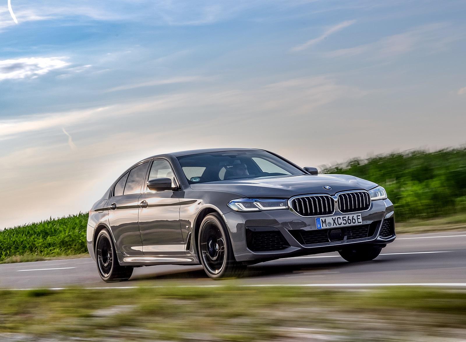 2021 BMW 545e xDrive Front Three-Quarter Wallpapers  (4)