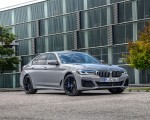 2021 BMW 545e xDrive Front Three-Quarter Wallpapers  150x120 (43)
