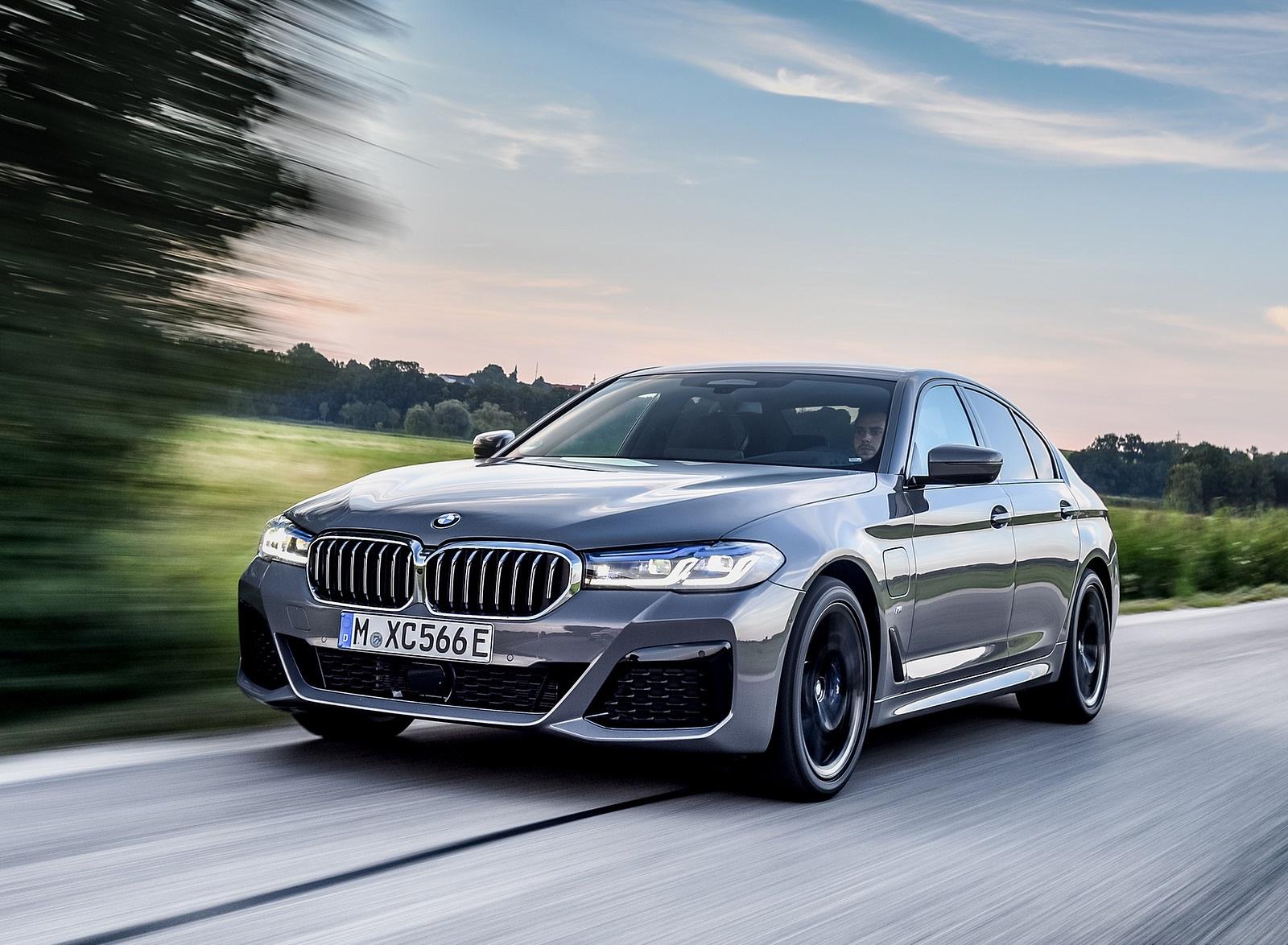 2021 BMW 545e xDrive Front Three-Quarter Wallpapers  (6)