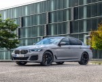 2021 BMW 545e xDrive Front Three-Quarter Wallpapers 150x120 (45)