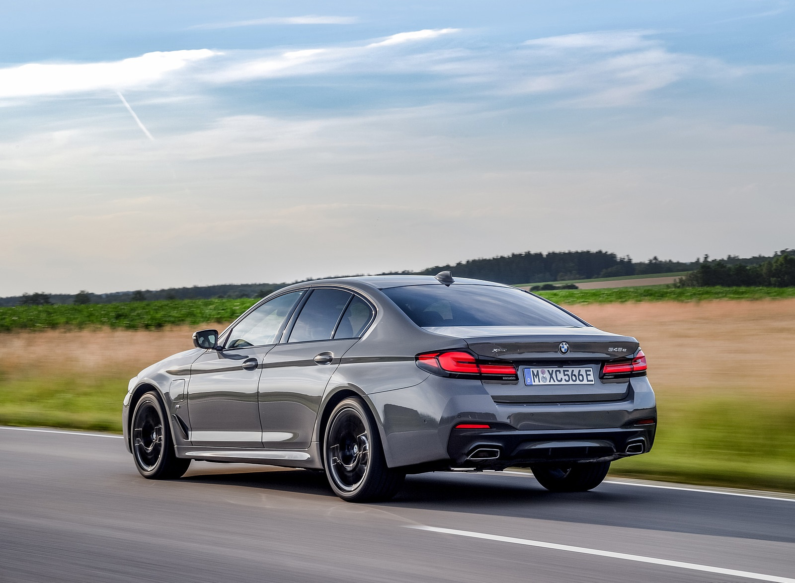 2021 BMW 545e xDrive Rear Three-Quarter Wallpapers (8)