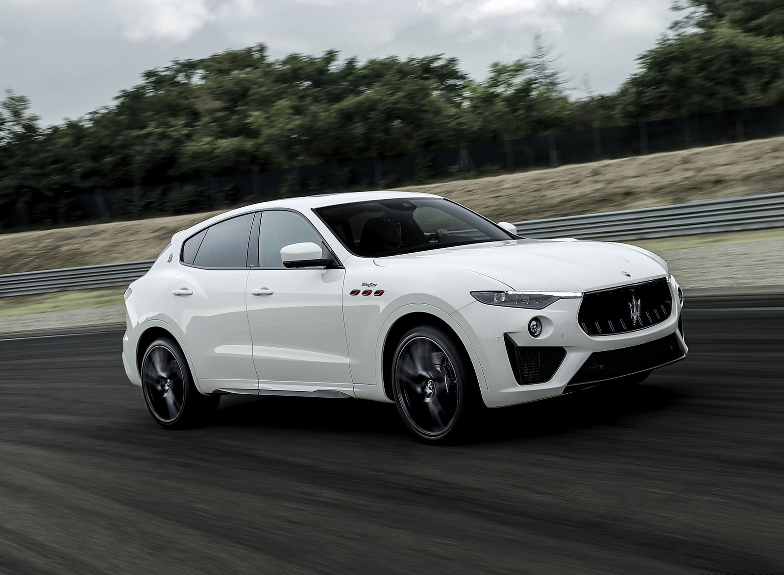 2021 Maserati Levante Trofeo Front Three-Quarter Wallpapers (3)