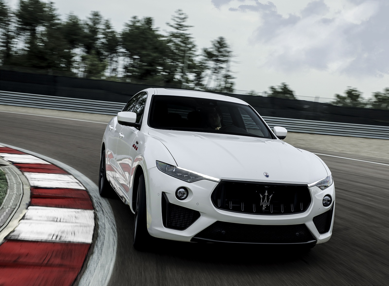 2021 Maserati Levante Trofeo Front Wallpapers (1)