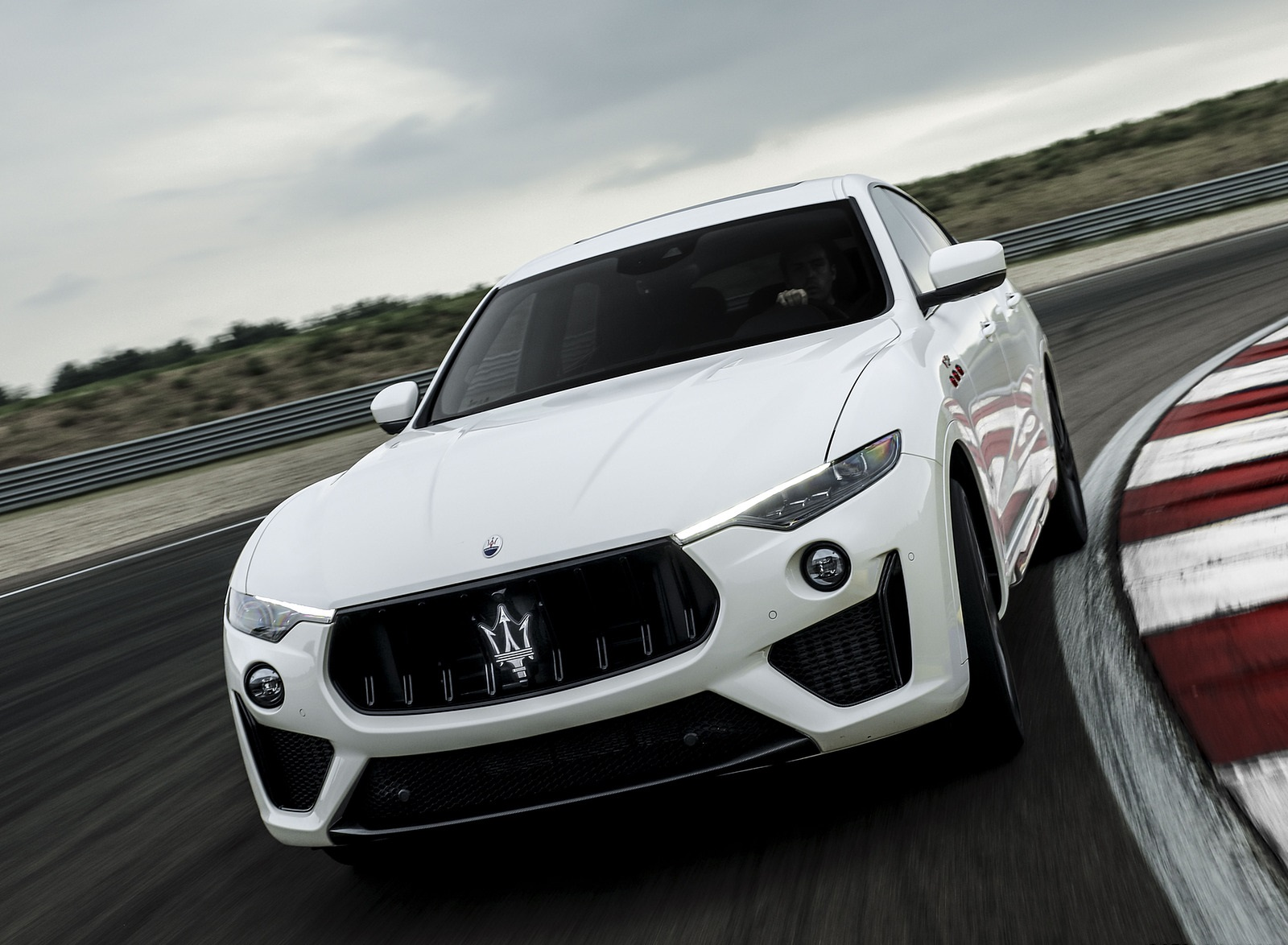 2021 Maserati Levante Trofeo Front Wallpapers (2)