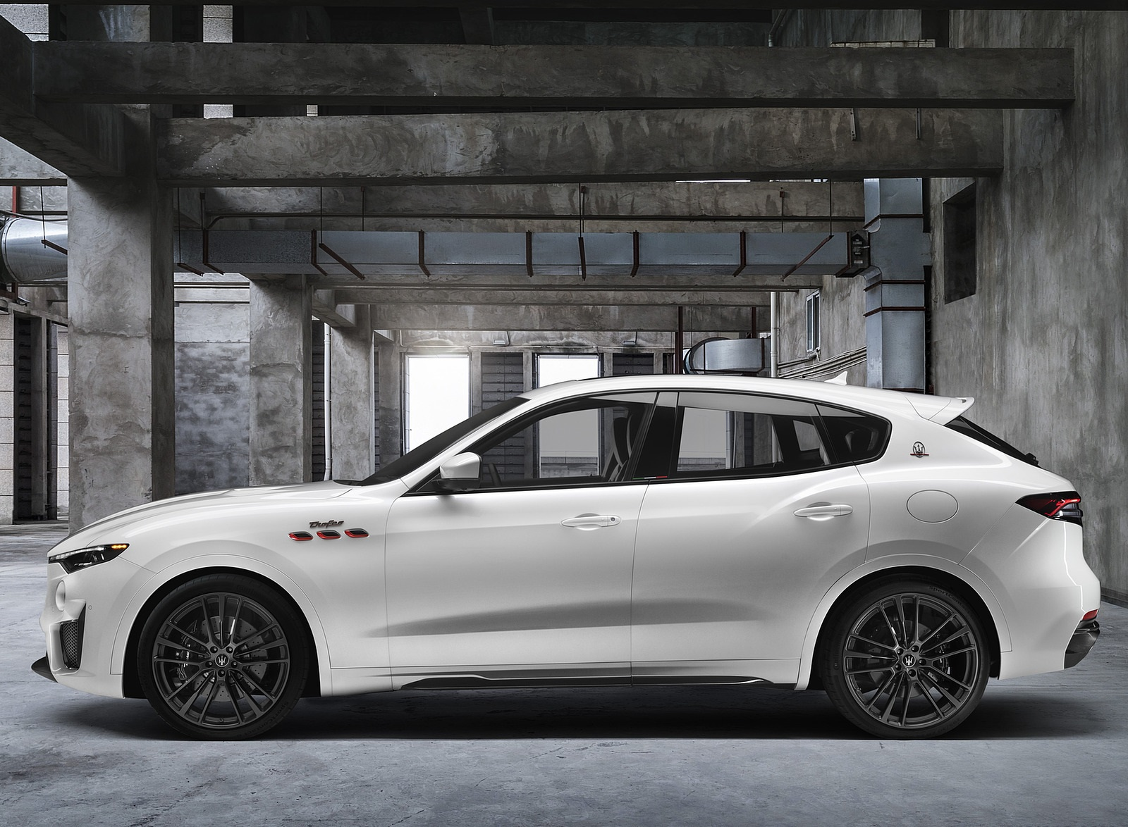 2021 Maserati Levante Trofeo Side Wallpapers (9)