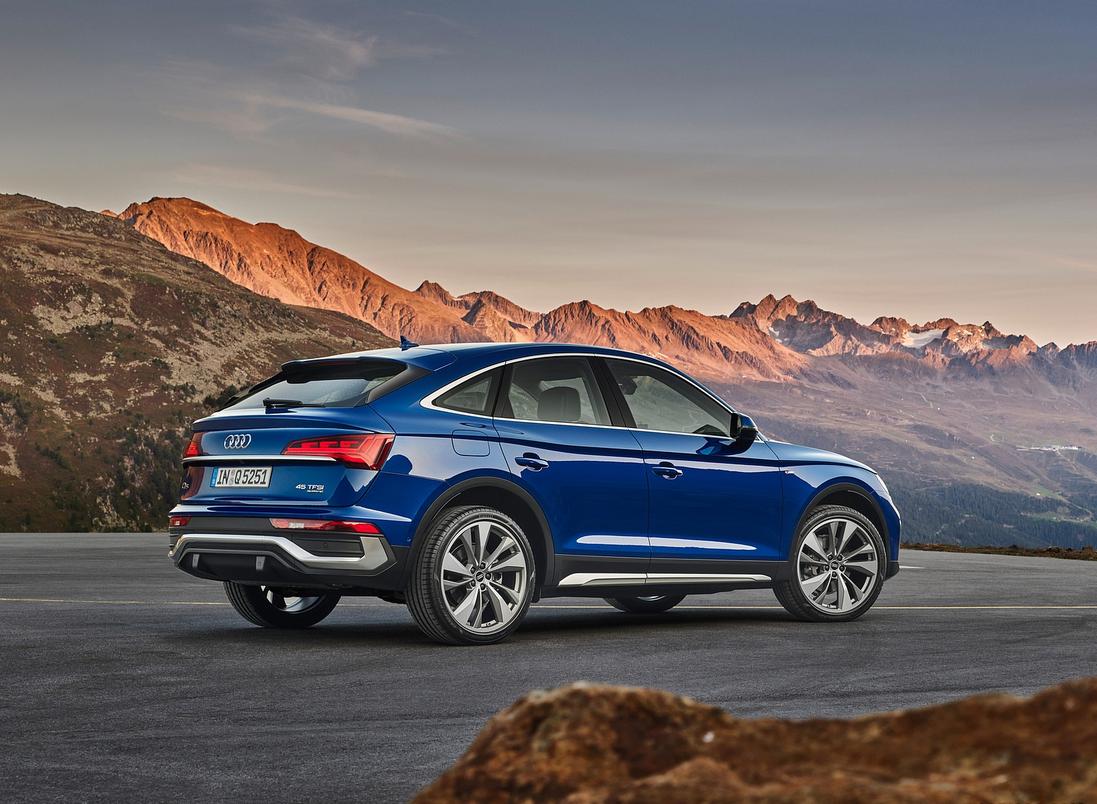 2021 Audi Q5 Sportback Rear Three-Quarter Wallpapers (6)