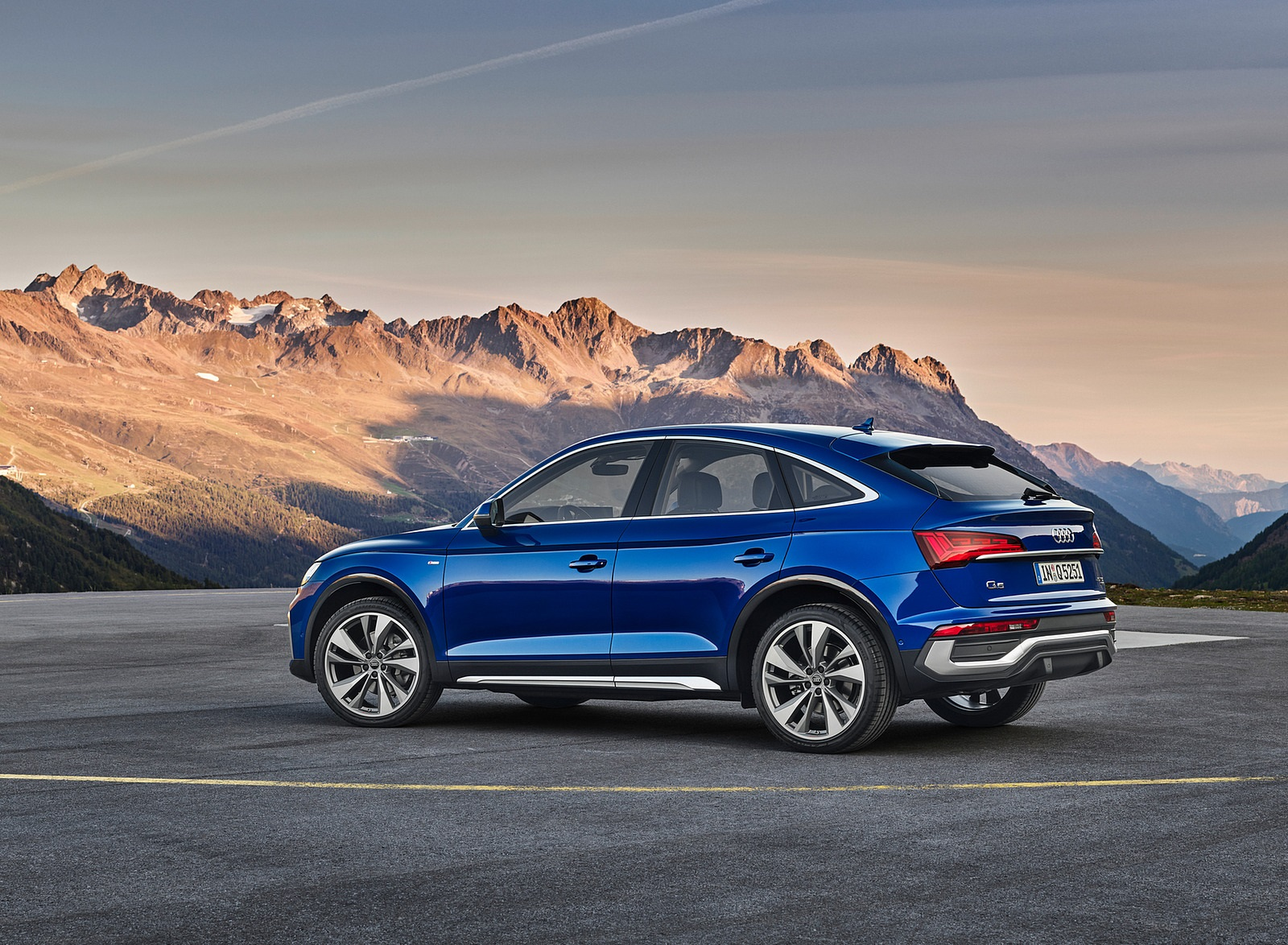 2021 Audi Q5 Sportback Side Wallpapers (8)