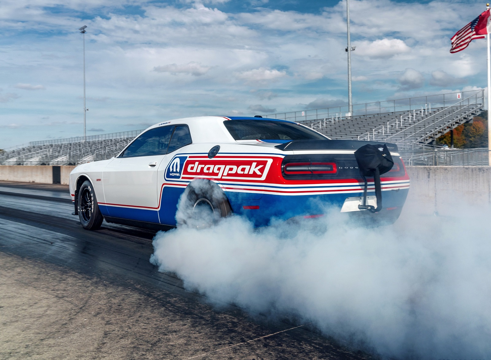 2021 Dodge Challenger Mopar Drag Pak Burnout Wallpapers (7)