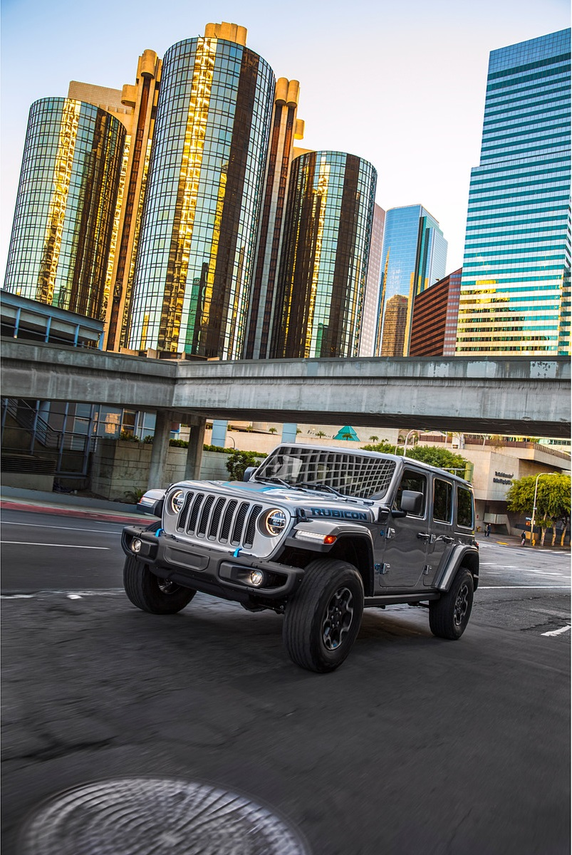 2021 Jeep Wrangler 4xe Plug-In Hybrid Front Three-Quarter Wallpapers (4)