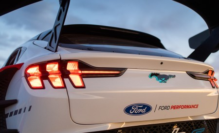 2020 Ford Mustang Mach-E 1400 Concept Tail Light Wallpapers 450x275 (38)