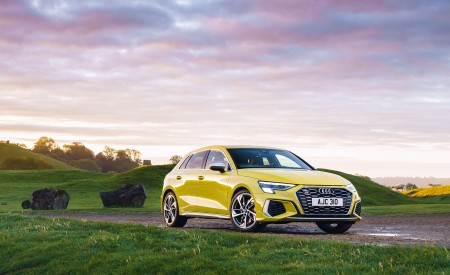 2021 Audi S3 Sportback (UK-Spec) Front Three-Quarter Wallpapers  450x275 (43)